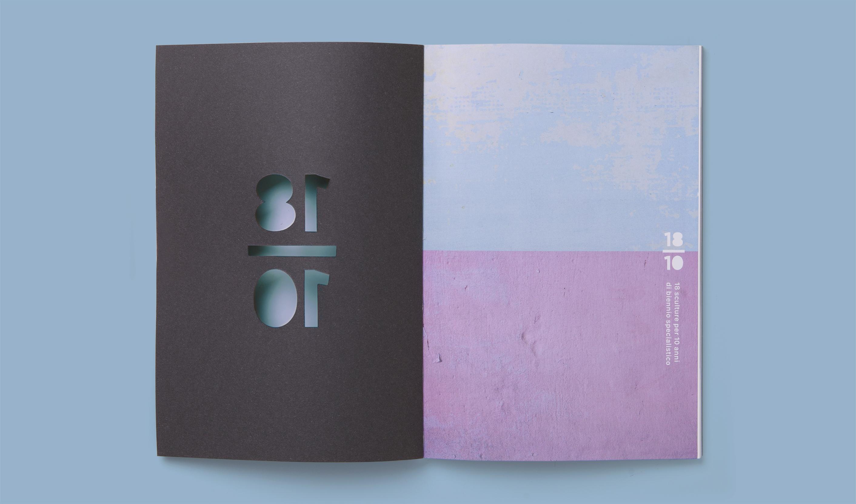 Dettaglio frontespizio e fustellatura in copertina